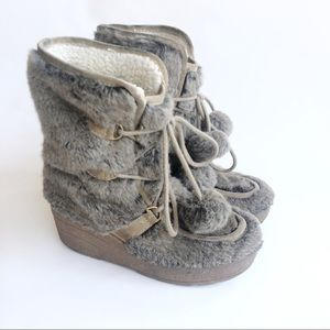 Juicy Couture Snuggle Wedge Taupe Faux Fur Size 8
